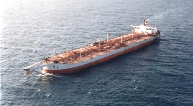 اسوشيتدبرس : الحوثيون يتخذون ناقلة النفط المتهالكة  في البحر الأحمر كسلاح ردع نووي